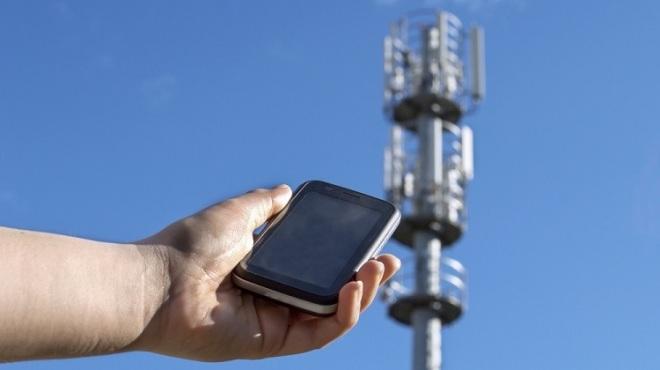 Телефон и базовая станция