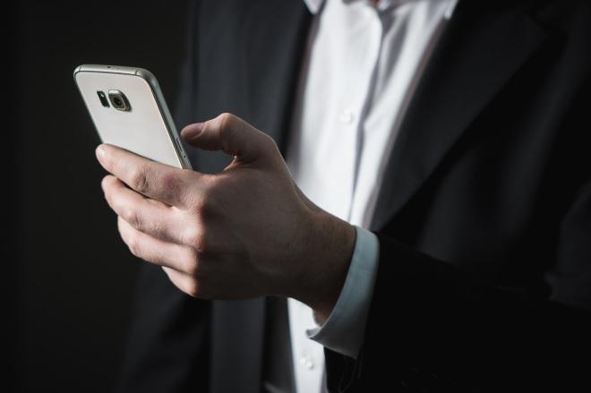 Телефон у мужчины