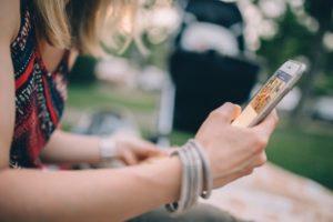 Вы не сможете перевести средства с мобильного если пользуетесь сим-картой менее 60 дней.