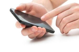 Взять деньги в долг на телефон можно даже находясь в роуминге