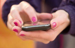 В настройках современных телефонов есть функция, которая может скрыть номер, но данный способ не является надежным.