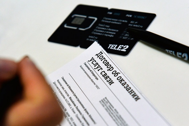 Пластиковая карта с установленной новой сим-картой Теле2